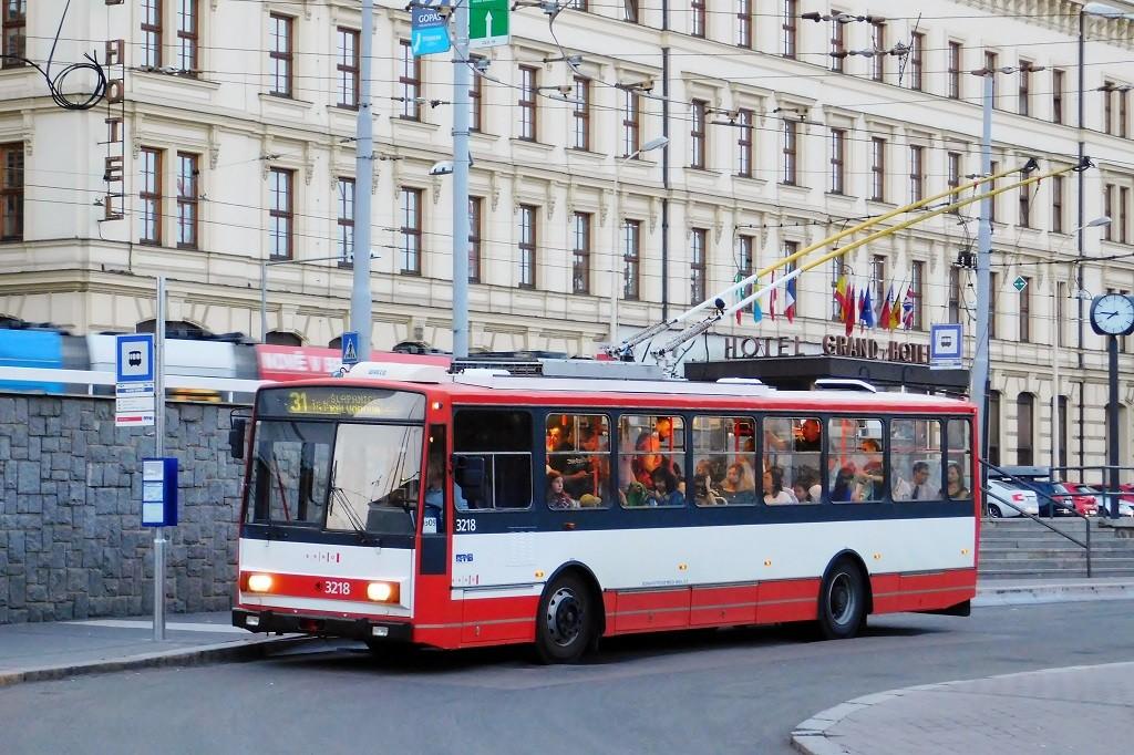 Fotogalerie » Škoda 14Tr08/6 3218   Brno   střed   Benešova   Hlavní nádraží
