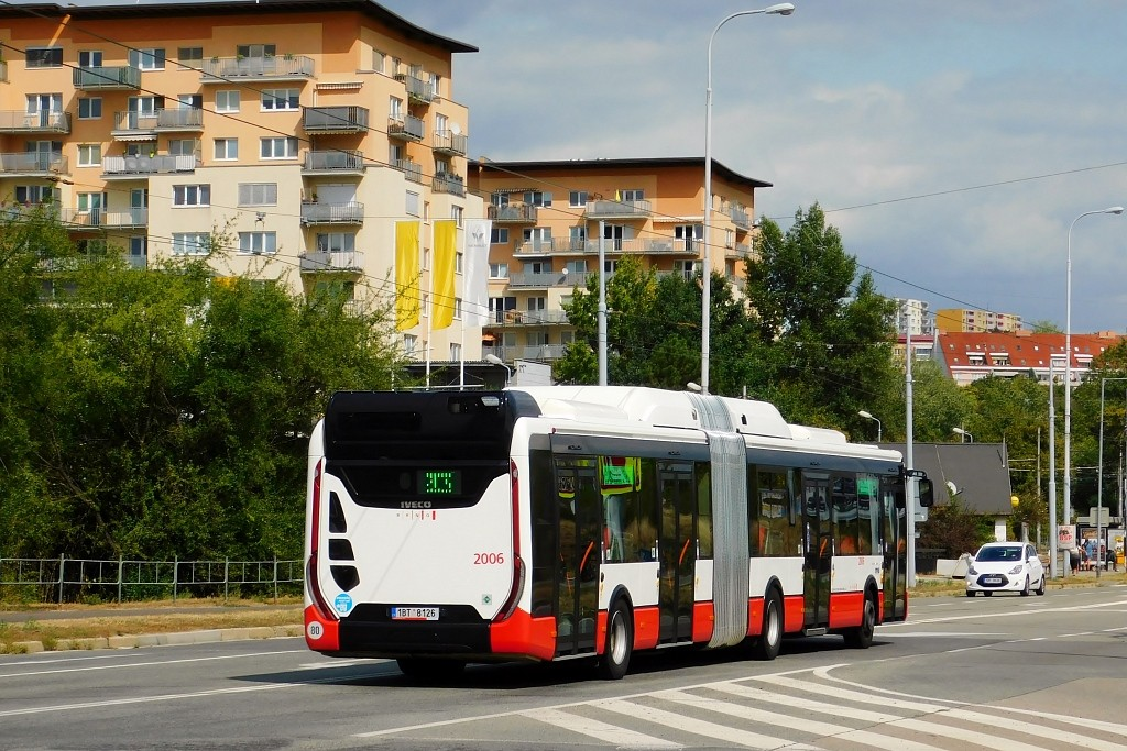 Fotogalerie » Iveco Urbanway 18M CNG 1BT 8126 2006 | Brno | Líšeň | Novolíšeňská
