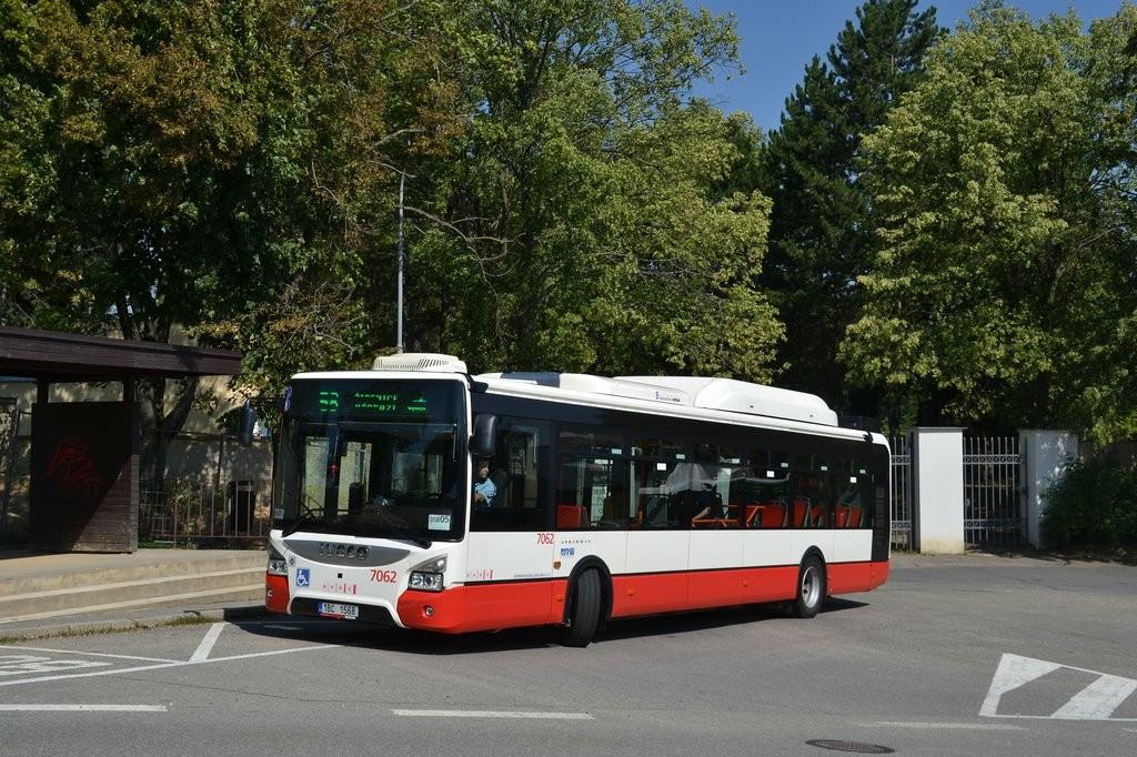 Fotogalerie » Iveco Urbanway 12M CNG 1BC 1568 7062 | Brno | Líšeň | Šimáčkova | Líšeň, hřbitov