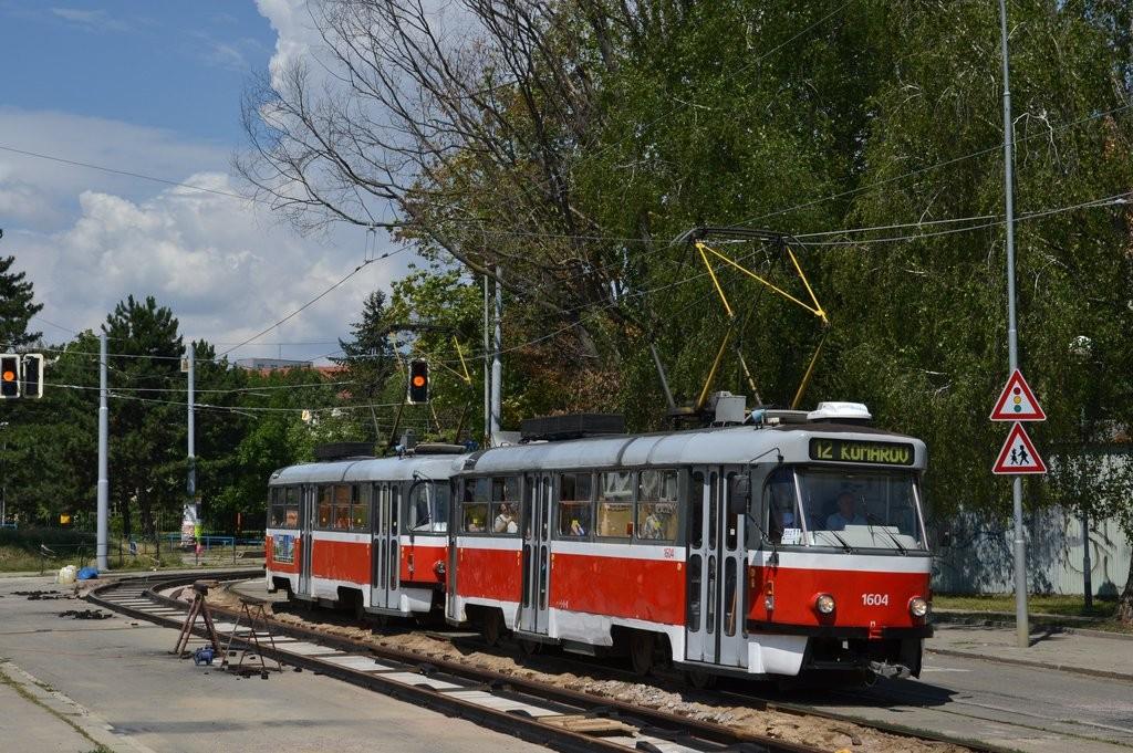 Fotogalerie » ČKD Tatra T3G 1604   ČKD Tatra T3G 1619   Brno   Žabovřesky   Jana Babáka