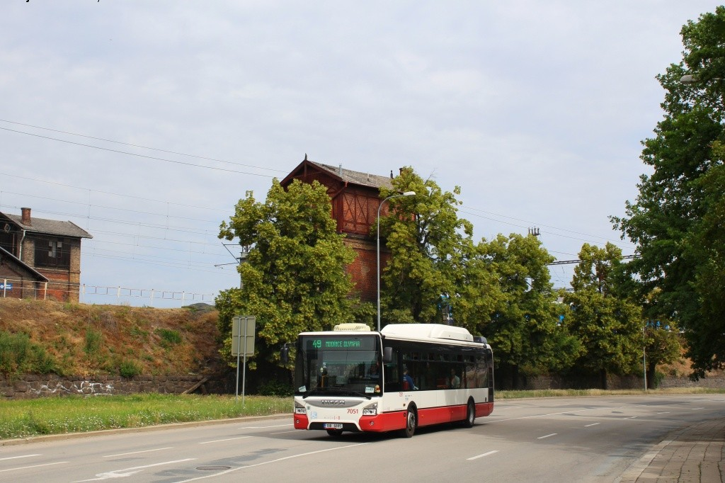 Fotogalerie » Iveco Urbanway 12M CNG 1BB 6895 7051 | Brno | Trnitá | Uhelná