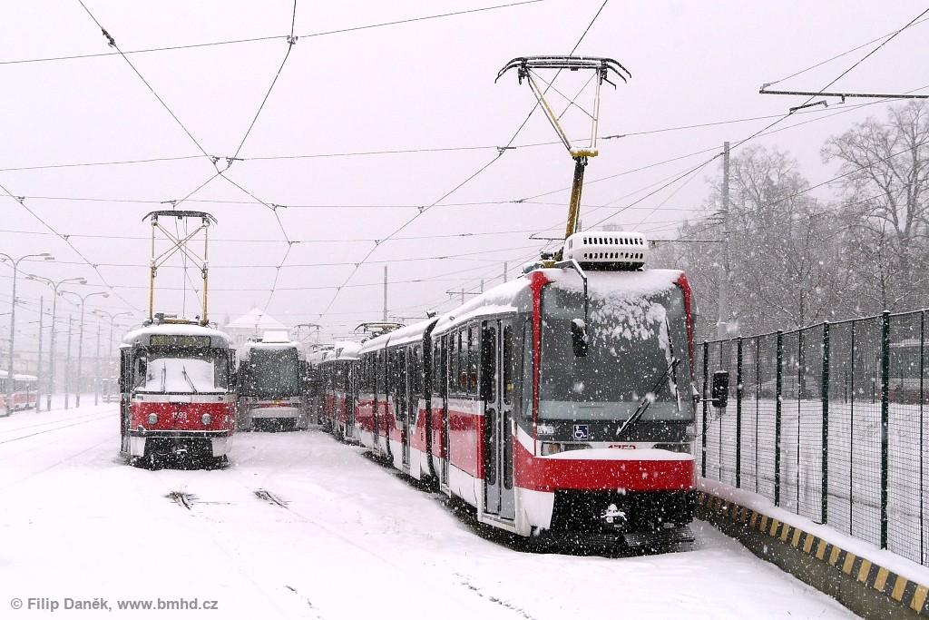 Fotogalerie » ČKD Tatra T3M 1593 | ČKD DS RT6N1 1803 | Pars Nova K3R-N 1752 | Brno | vozovna Pisárky