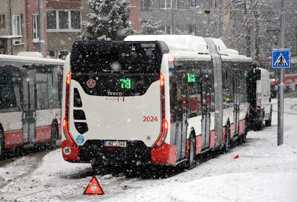 Fotogalerie » Iveco Urbanway 18M CNG 1BZ 7149 2024 | Brno | Židenice | Líšeňská