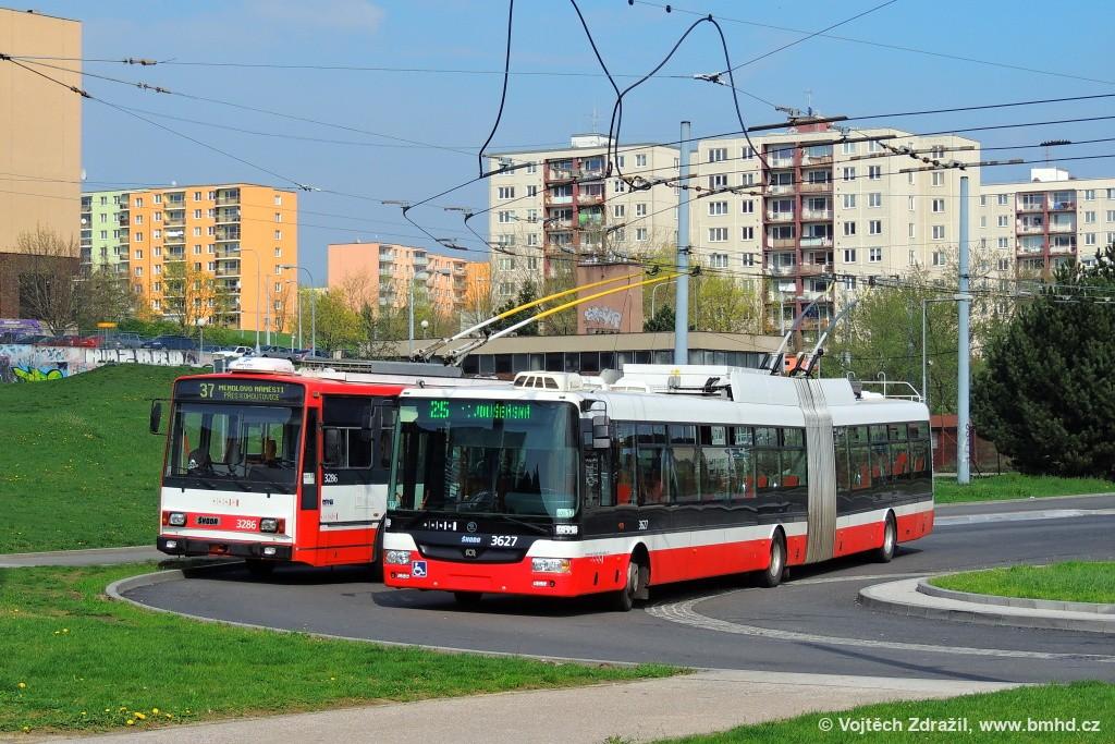 Fotogalerie » Škoda 14Tr17/6M 3286 | Škoda 31Tr 3627 | Brno | Starý Lískovec | Osová | Osová, smyčka