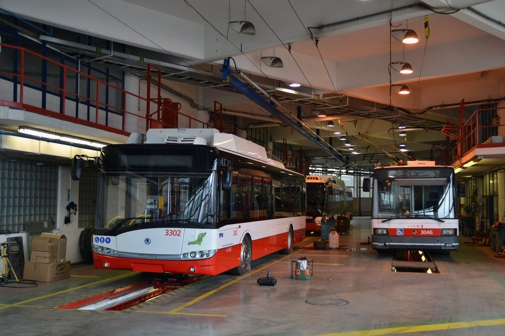 Fotogalerie » Škoda 26Tr 3302 | Škoda 21Tr 3046 | Brno | vozovna Komín
