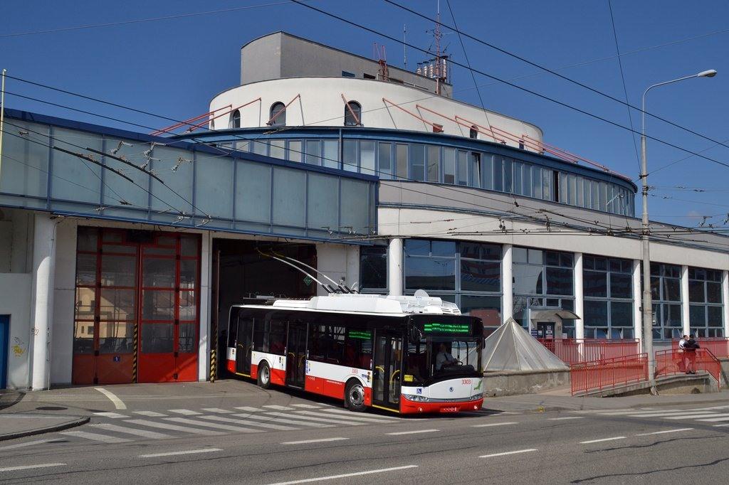 Fotogalerie » Škoda 26Tr 3303   Brno   Komín   Veslařská   Vozovna Komín