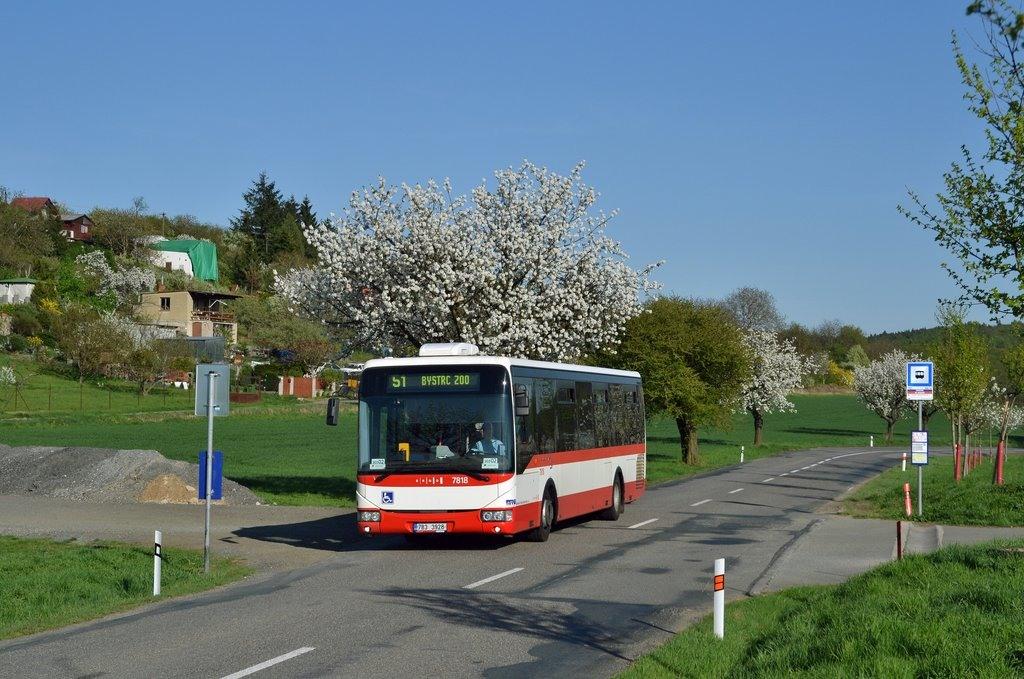 Fotogalerie » Irisbus Crossway LE 12M 7B3 3928 7818   Brno   Žebětín   Dlážděná   Borovník