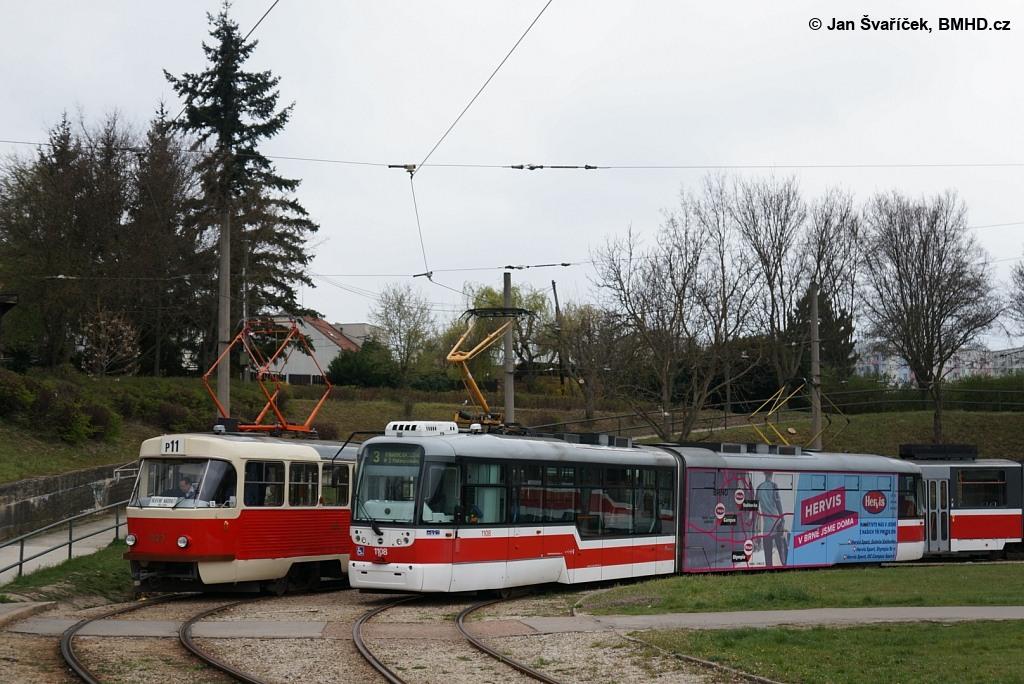 Fotogalerie » ČKD Tatra K2YU 1123 | Pragoimex VarioLF2R.E 1108 | Brno | Bystrc | Rakovecká, smyčka
