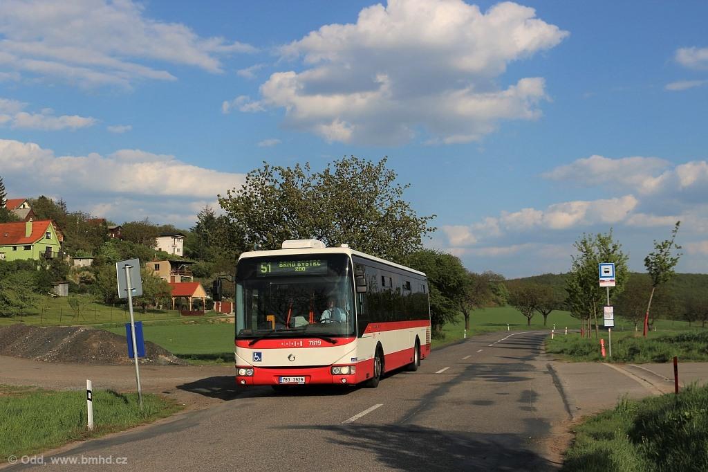 Fotogalerie » Irisbus Crossway LE 12M 7B3 3929 7819 | Brno | Žebětín | Dlážděná | Borovník