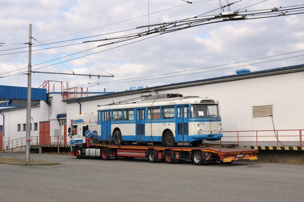 Fotogalerie » Škoda 9TrHT28 3136   Brno   Komín   vozovna Komín