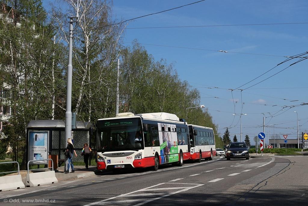 Fotogalerie » Iveco Urbanway 12M CNG 1BB 6895 7051 | Brno | Kohoutovice | Žebětínská | Kohoutovice, hájenka