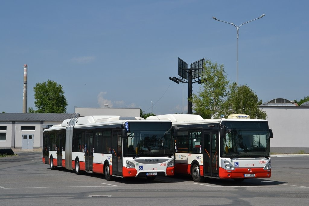 Fotogalerie » Iveco Urbanway 18M CNG 1BT 8131 2011 | Irisbus Citelis 12M CNG 9B7 9159 7009 | Brno | vozovna Slatina