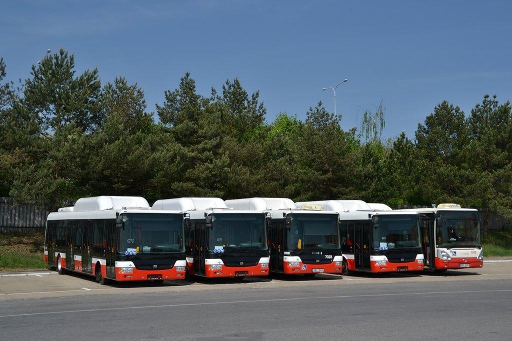Fotogalerie » SOR NBG 12 1BV 7851 7115   SOR NBG 12 1BV 7852 7116   SOR NBG 12 1BC 1544 7028   SOR NBG 12 1BV 7850 7114   Irisbus Citelis 12M CNG 9B7 9160 7010   Brno   vozovna Slatina