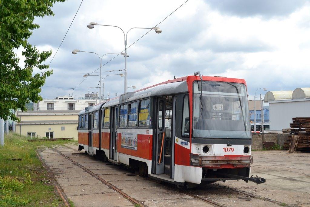 Fotogalerie » ČKD Tatra K2R03 1079 | Brno | vozovna Medlánky