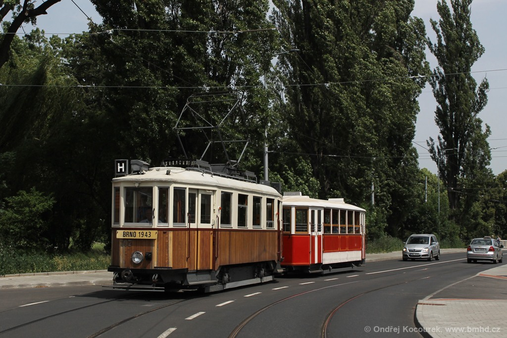Fotogalerie » KPS Brno mv6.3 107 | Ringhoffer vv2.ringh 215 | Brno | Husovice | Valchařská