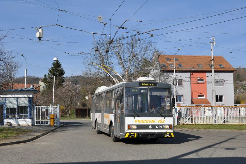Fotogalerie » Škoda 14Tr10/6 3239   Brno   Komín   vozovna Komín