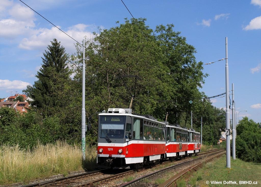 Fotogalerie » ČKD DS T6A5 1211   ČKD DS T6A5 1212   ČKD DS T6A5 1208   Brno   Komín   Kníničská