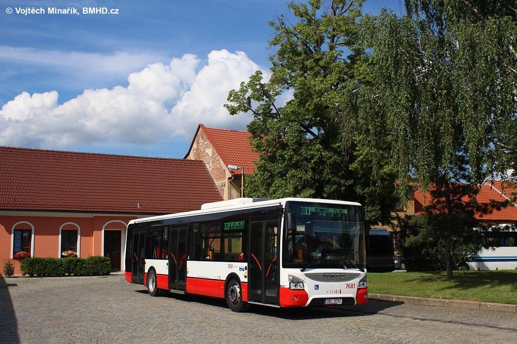Fotogalerie » Iveco Urbanway 12M 2BC 9752 7681 | Veverská Bítýška | náměstí Na Městečku | Veverská Bítýška, náměstí