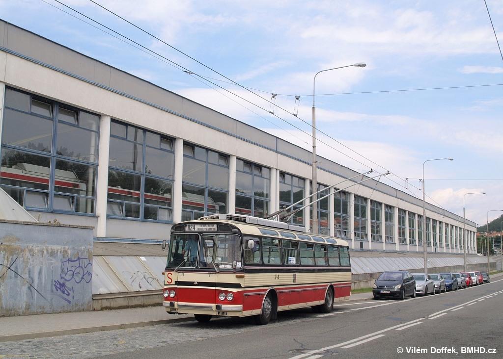Fotogalerie » Škoda T11/0 248 | Brno | Komín | Veslařská | Vozovna Komín