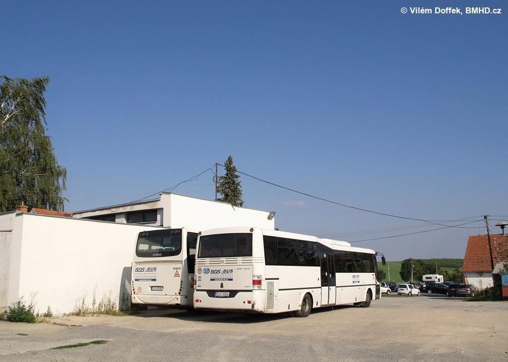 Fotogalerie » SOR CN 12 5J4 1092 | Irisbus Crossway LE 12M 3J4 8876 | Pozořice | JZD