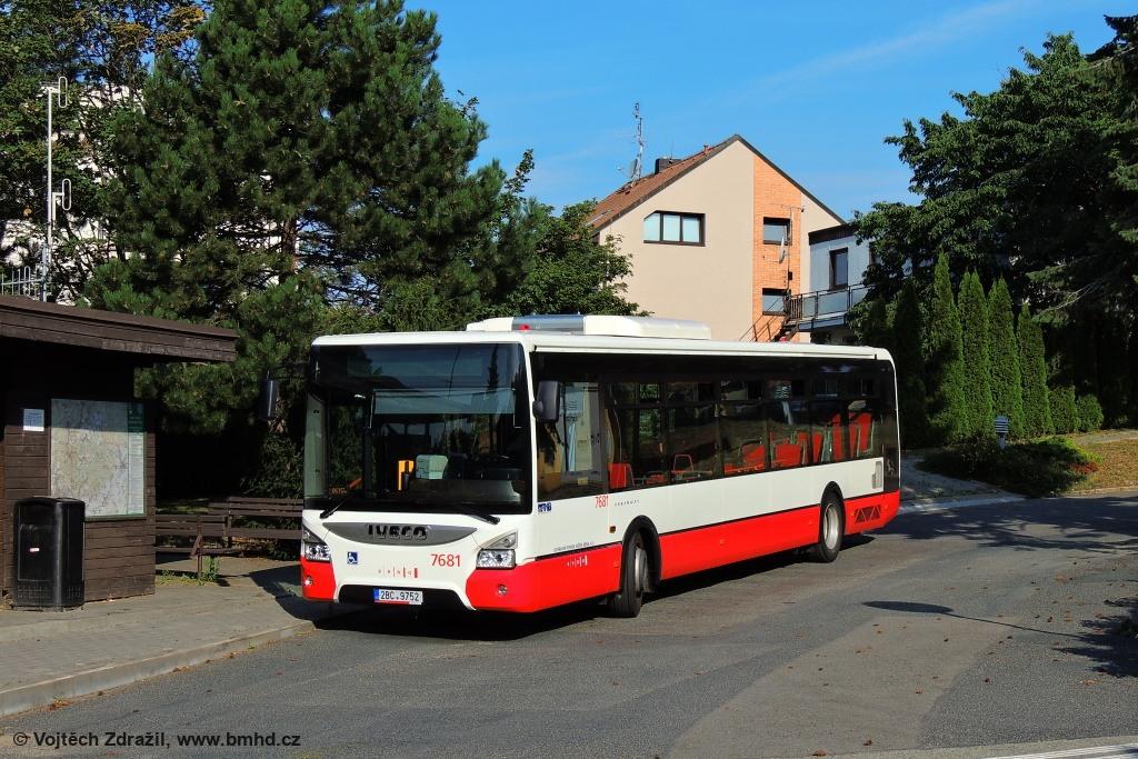 Fotogalerie » Iveco Urbanway 12M 2BC 9752 7681 | Útěchov | Útěchov, smyčka