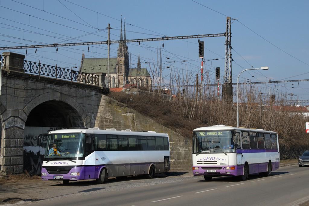 Fotogalerie » SOR C 12 7B2 2121 | Karosa C934.1351 2B6 6706 | Brno | Trnitá | Uhelná