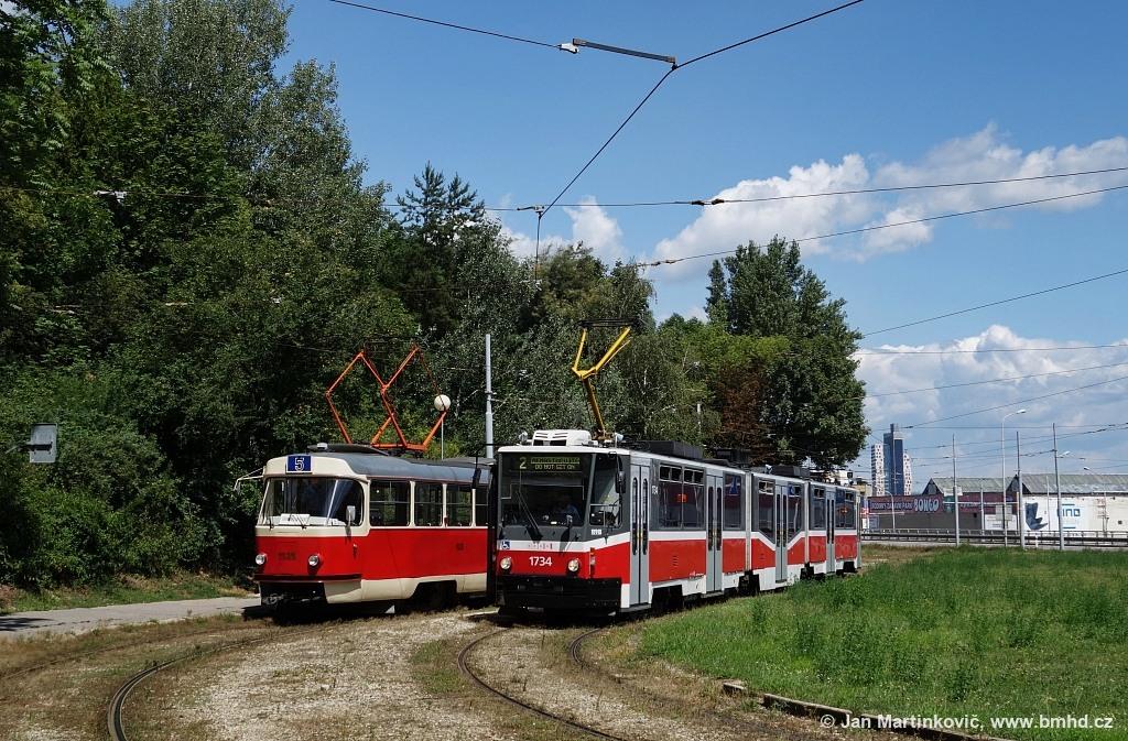 Fotogalerie » ČKD Tatra T3 1525 | ČKD Tatra KT8D5N 1734 | Brno | Horní Heršpice | Vídeňská | Ústřední hřbitov, smyčka