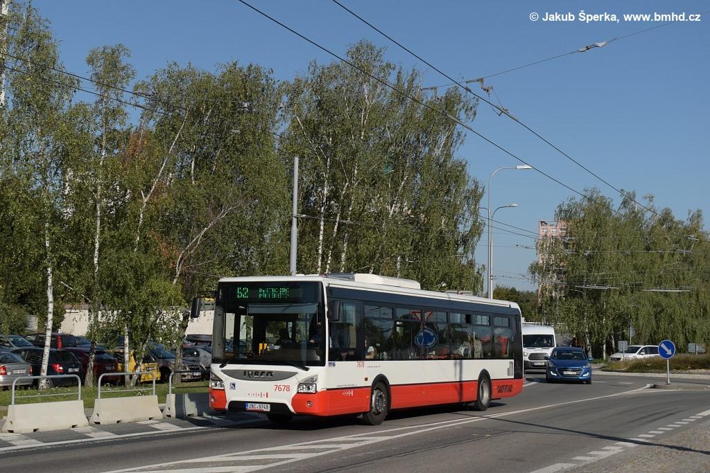 Fotogalerie » Iveco Urbanway 12M 2BC 9749 7678   Brno   Kohoutovice   Žebětínská   Kohoutovice, hájenka