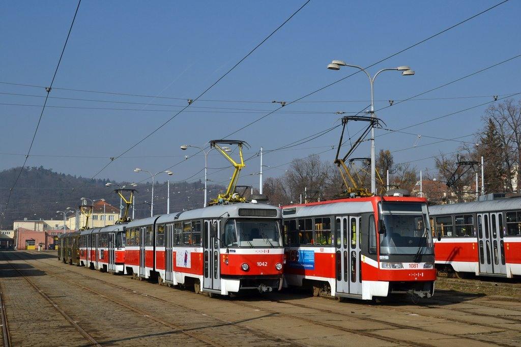 Fotogalerie » ČKD Tatra K2P 1042 | ČKD Tatra K2R03 1081 | Brno | vozovna Pisárky