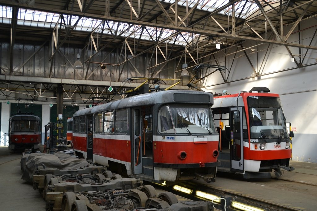 Fotogalerie » ČKD Tatra T3G 1616 | ČKD DS T3R 1659 | Brno | vozovna Pisárky