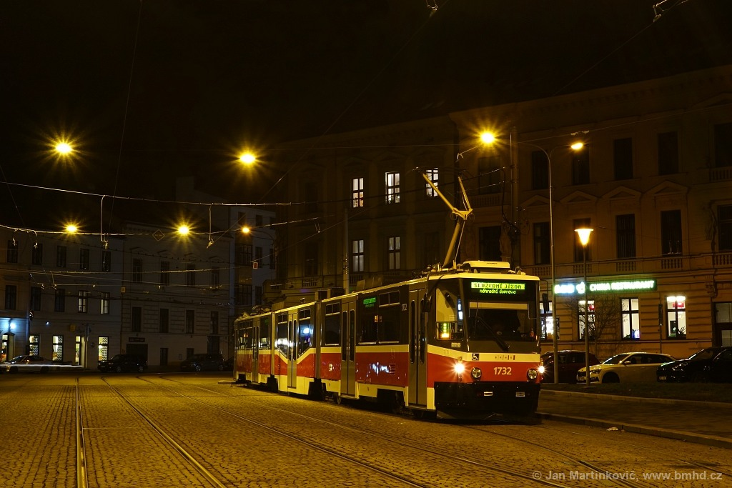 Fotogalerie » ČKD Tatra KT8D5N 1732   Brno   střed   Komenského náměstí   Komenského náměstí