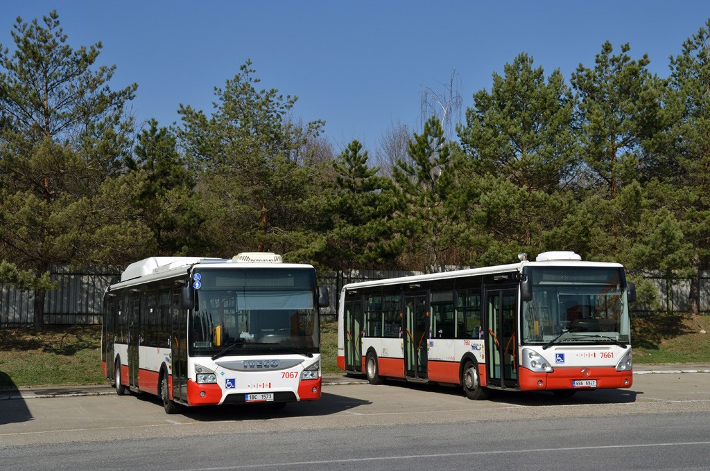 Fotogalerie » Iveco Urbanway 12M CNG 1BC 1573 7067   Irisbus Citelis 12M 6B6 6847 7661   Brno   Vozovna Slatina