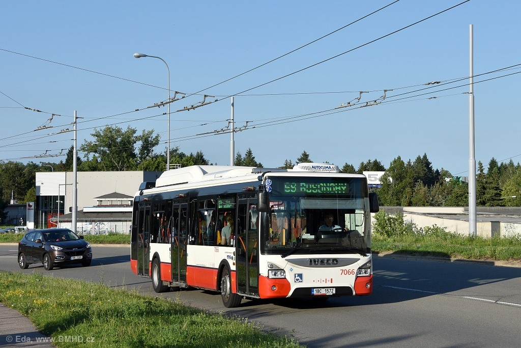 Fotogalerie » Iveco Urbanway 12M CNG 1BC 1572 7066 | Brno | Bohunice | Osová