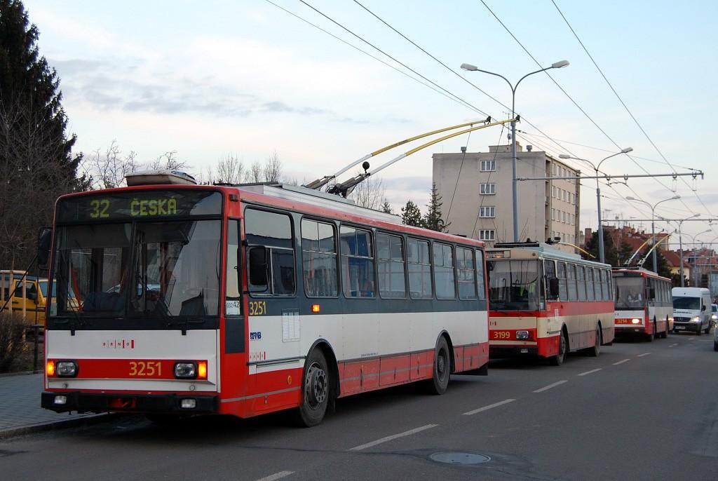 Fotogalerie » Škoda 14Tr08/6 3214 | Škoda 14Tr07 3199 | Škoda 14TrR 3251 | Brno | Královo Pole | Srbská | Srbská