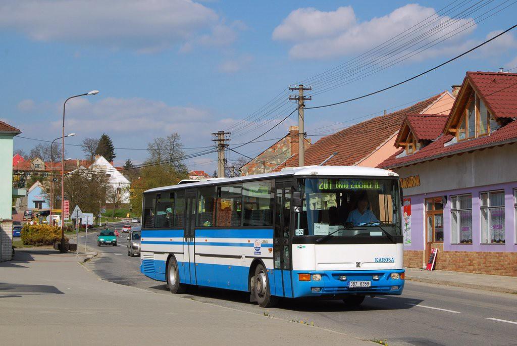 Fotogalerie » Karosa C954E.1360 3B7 6359 | Jedovnice | Havlíčkovo náměstí | Jedovnice, náměstí