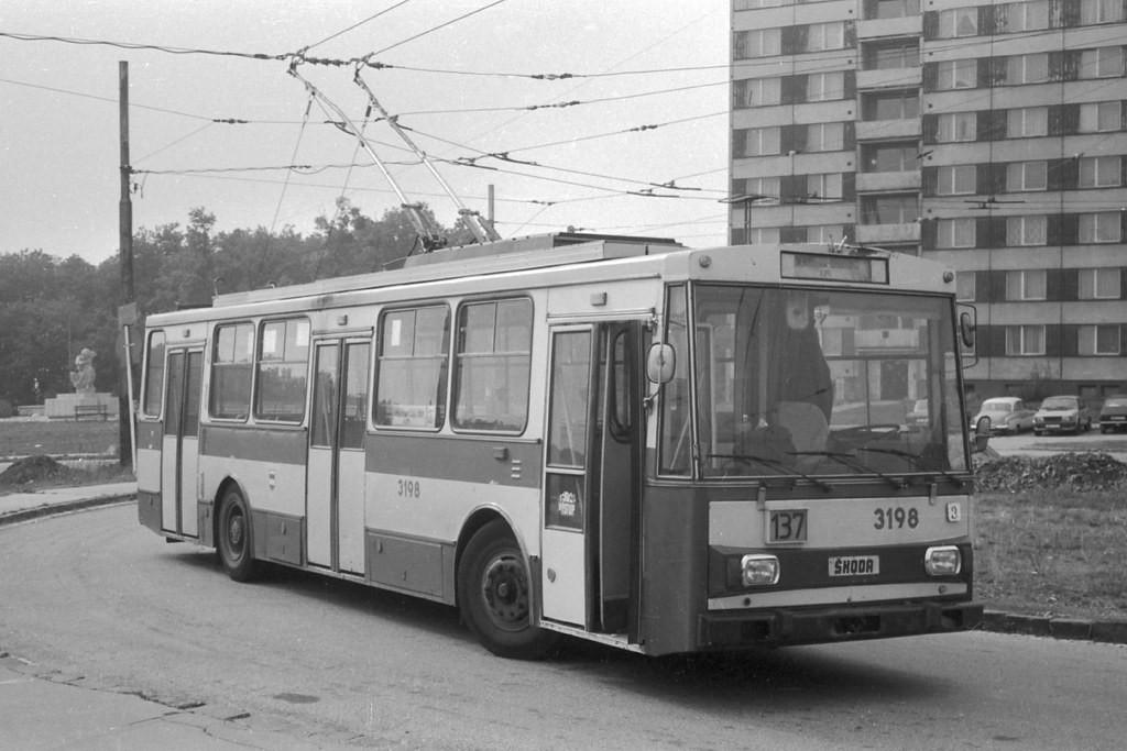 Fotogalerie » Škoda 14Tr07 3198   Brno   Kohoutovice   Libušina třída   Jírovcova