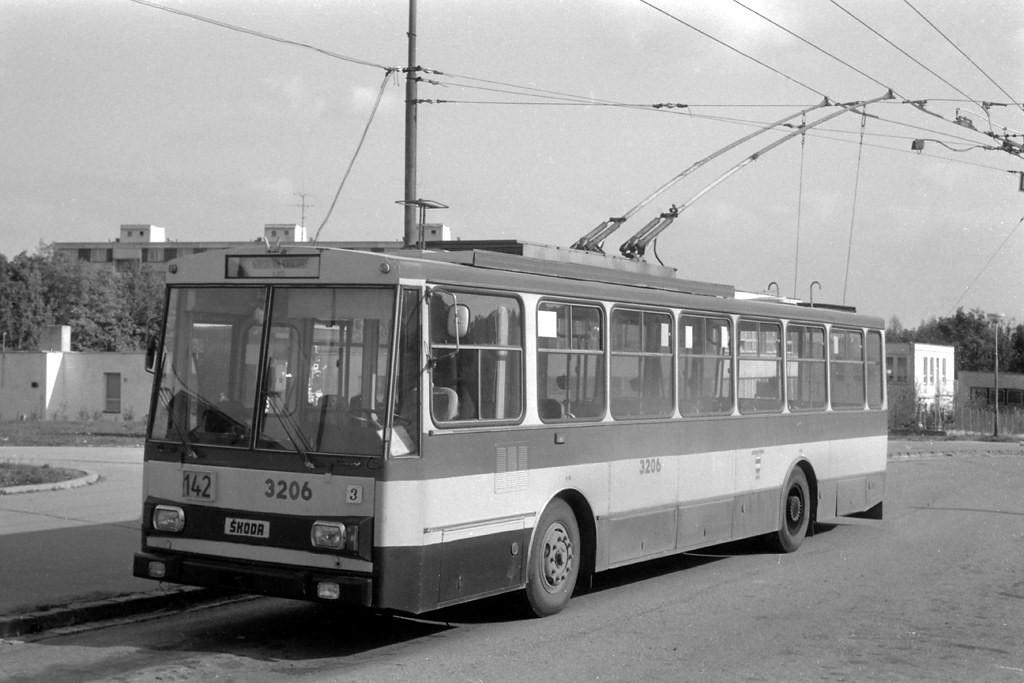 Fotogalerie » Škoda 14Tr08/6 3206   Brno   Kohoutovice   Jírovcova, smyčka