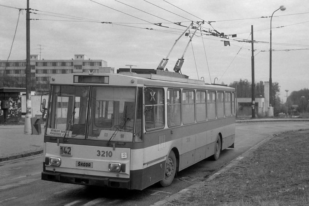 Fotogalerie » Škoda 14Tr08/6 3210 | Brno | Kohoutovice | Jírovcova, smyčka