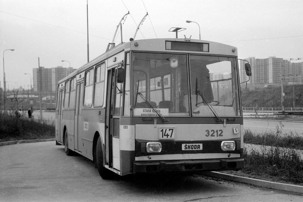 Fotogalerie » Škoda 14Tr08/6 3212 | Brno | Líšeň | Novolíšeňská | Novolíšeňská, smyčka