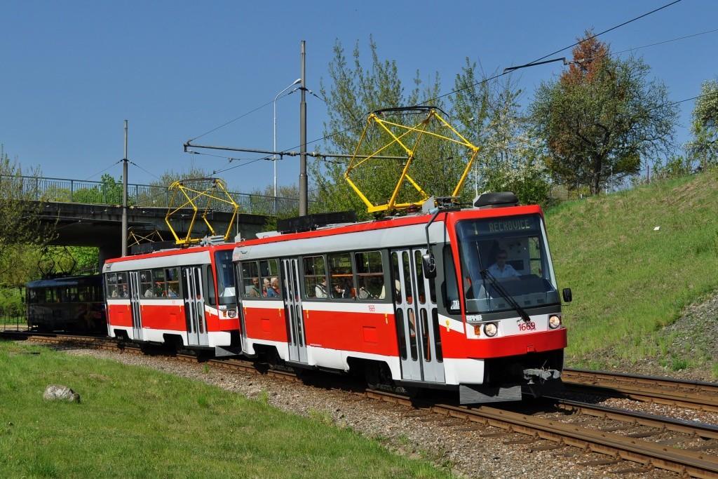 Fotogalerie » ČKD DS T3RF 1669 | ČKD DS T3RF 1670 | Brno | Bystrc | Obvodová | Přístaviště