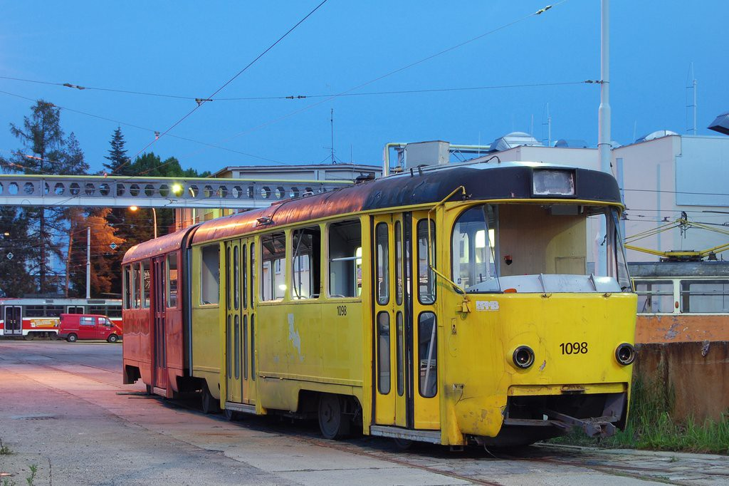 Fotogalerie » ČKD Tatra K2 1098 | Brno | vozovna Medlánky