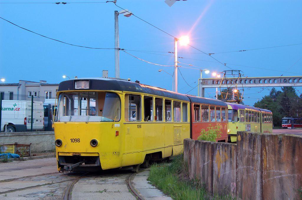 Fotogalerie » ČKD Tatra K2 1098 | ČKD Tatra K2 1078 | Brno | vozovna Medlánky