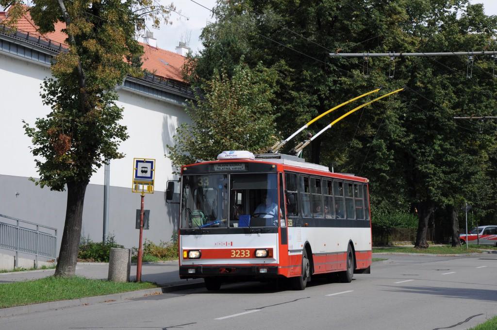Fotogalerie » Škoda 14Tr10/6 3233 | Brno | Slatina | Tilhonova | Hviezdoslavova