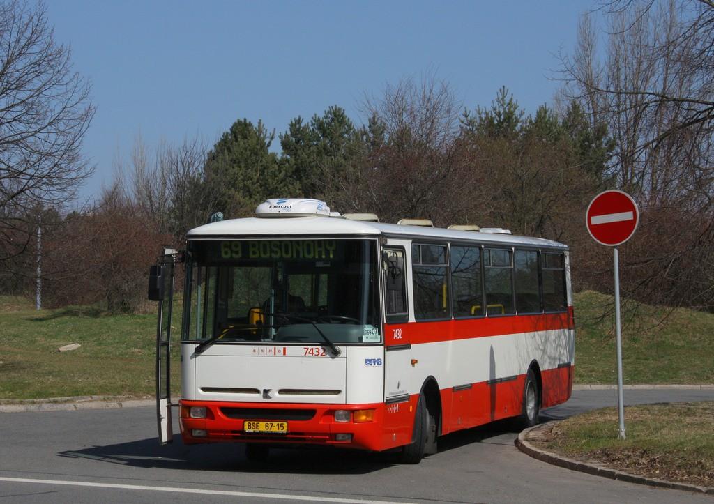 Fotogalerie » Karosa B931.1675 BSE 67-15 7432 | Brno | Bohunice | Ukrajinská | Ukrajinská