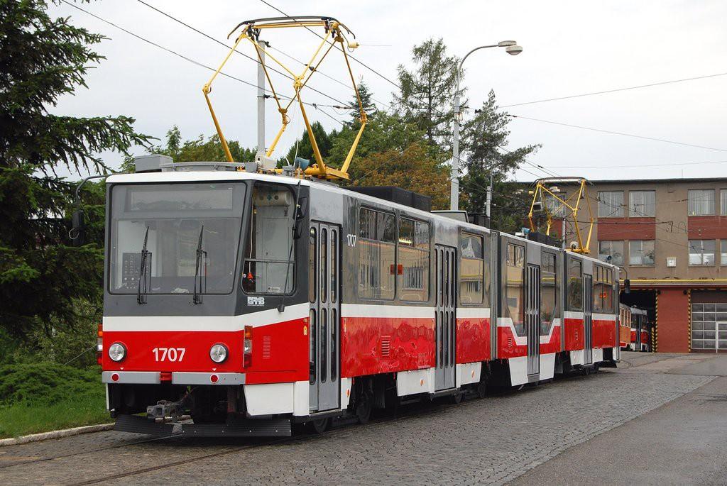 Fotogalerie » ČKD Tatra KT8D5R.N2 1707 | Brno | vozovna Medlánky