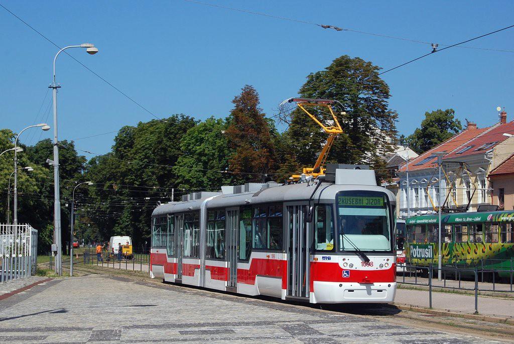 Fotogalerie » Pragoimex VarioLF2R.E 1098   Brno   Pisárky   Hlinky   Výstaviště, hlavní vstup