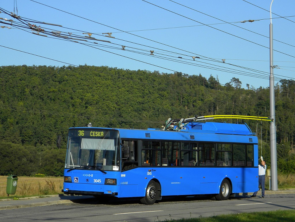 Fotogalerie » Škoda 21Tr 3045 | Brno | Komín | Řezáčova | Komín, sídliště