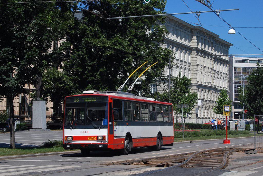 Fotogalerie » Škoda 14TrR 3243 | Brno | střed | Komenského náměstí
