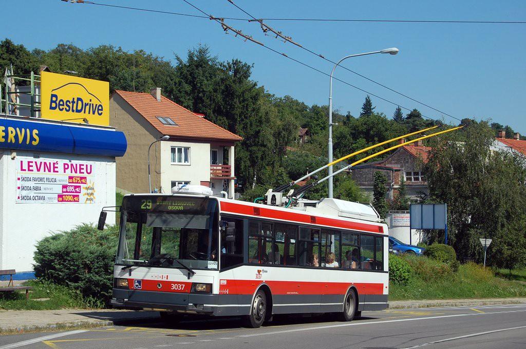 Fotogalerie » Škoda 21Tr 3037   Brno   Kohoutovice   Libušino údolí   Libušina třída
