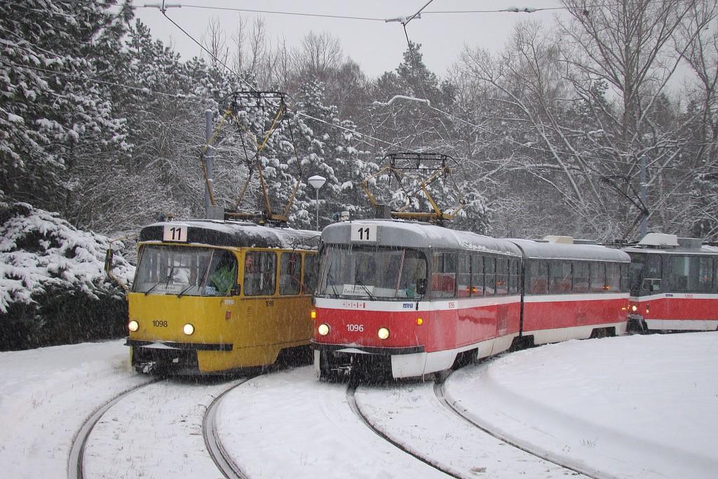 Fotogalerie » ČKD Tatra K2 1098   ČKD Tatra K2 1096   Brno   Lesná   Lesná, Čertova rokle